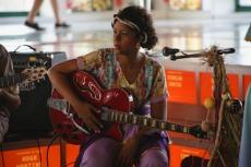Espetáculo Minha Pequena África. Camila Ribeiro - Guitarrista, Violonista, Concepção e Direção Muscial. Foto: Rafaella Ribeiro