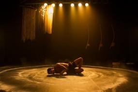 Espetáculo Meia Noite, com Orun Santana. Foto: Hannah Carvalho